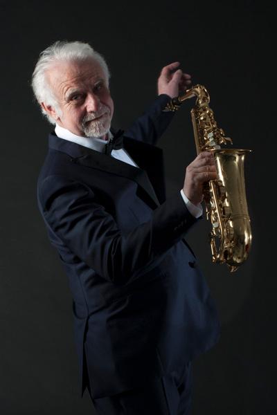 Roland Baisch mit Saxophon